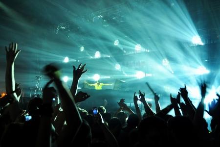 Música Alta Faz as Pessoas Beberem Muito Mais